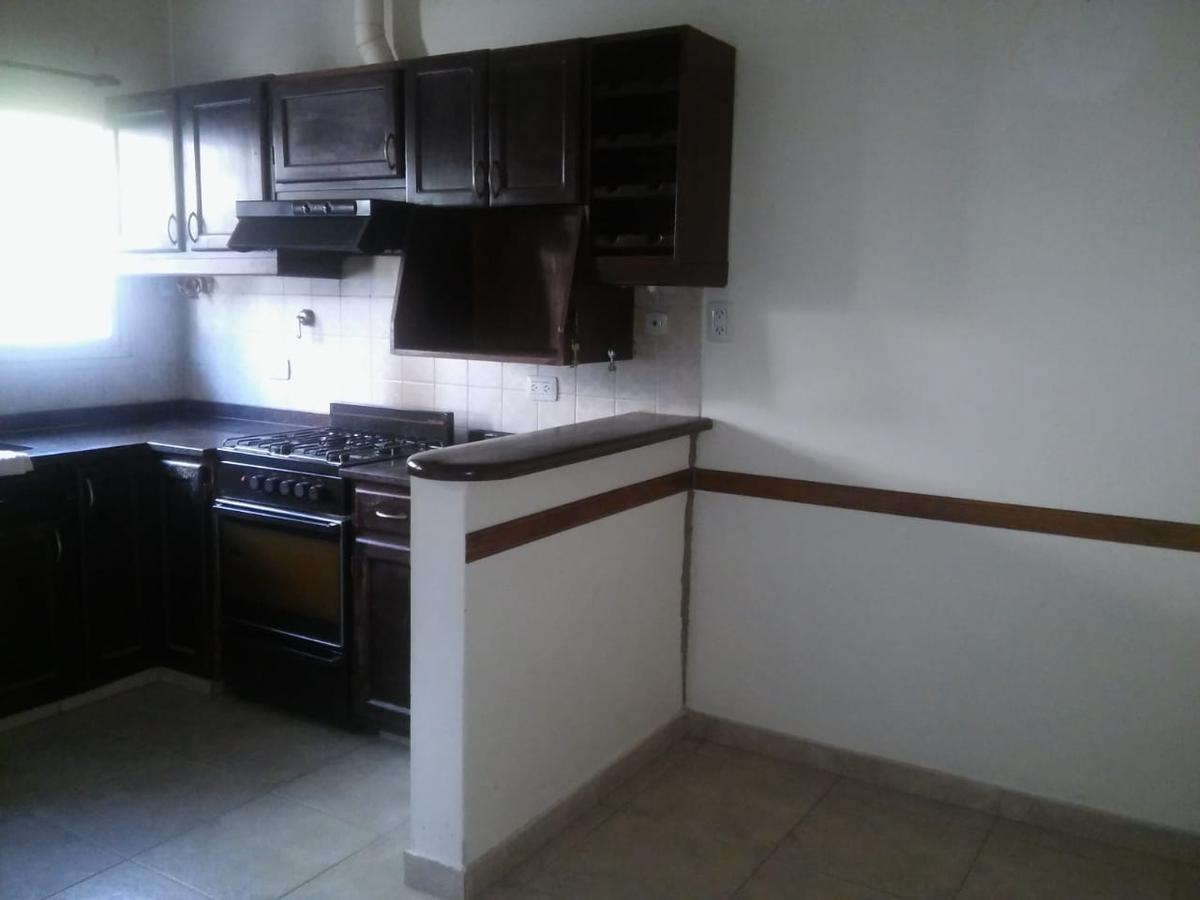 Foto Casa en Venta en  Ituzaingó ,  G.B.A. Zona Oeste  Besares al 700