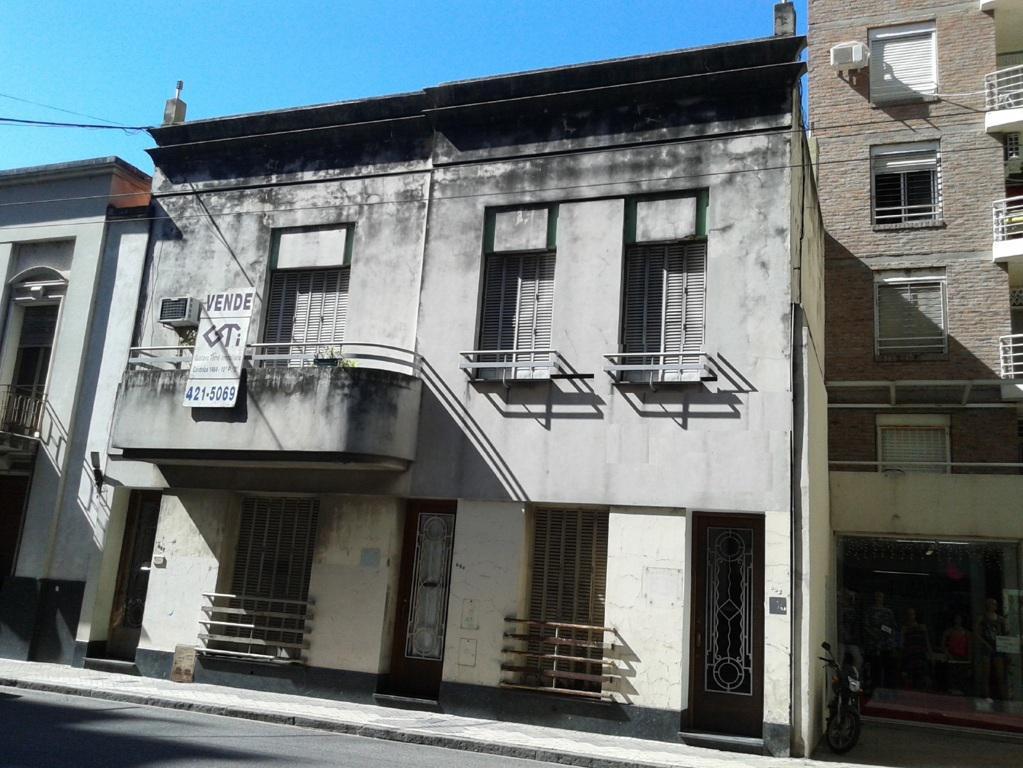 Foto Casa en Venta en  Rosario,  Rosario  Casa en Planta Alta, estilo ART DECO reciclada, 3 dormitorios - Apta Comercial  - Alquilado