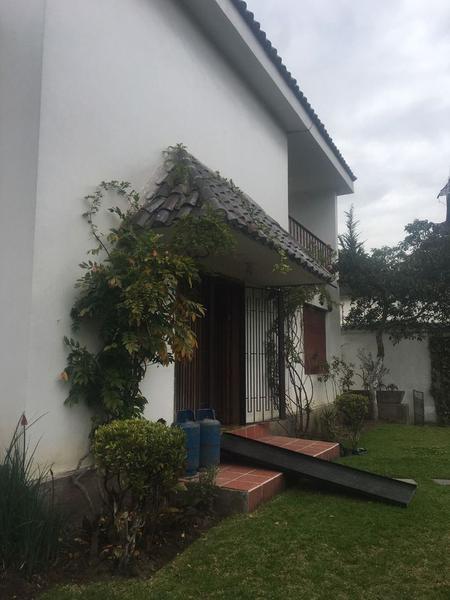 Foto Terreno en Venta en  Bellavista,  Quito  BELLAVISTA SE VENTE CASA IDEAL PARA CONSTRUCTORES