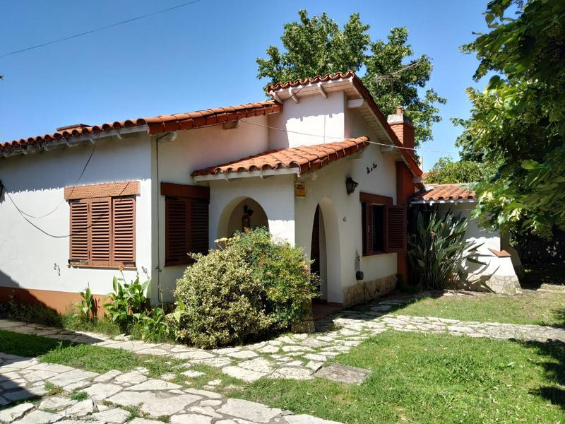 Foto Casa en Venta en  Adrogue,  Almirante Brown  Frias al 200