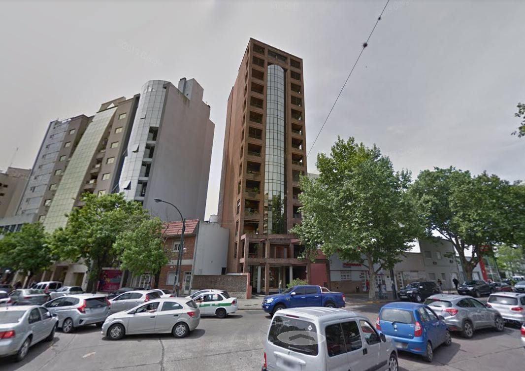 Foto Departamento en Alquiler en  La Plata,  La Plata  13 y 44