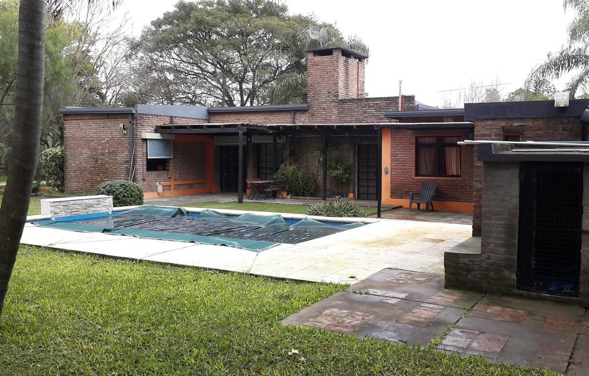 Foto Casa en Venta en  Sauce Viejo,  La Capital  Barrio Jorge Newbery, importante propiedad de 3 dormitorios con excelente terreno en esquina