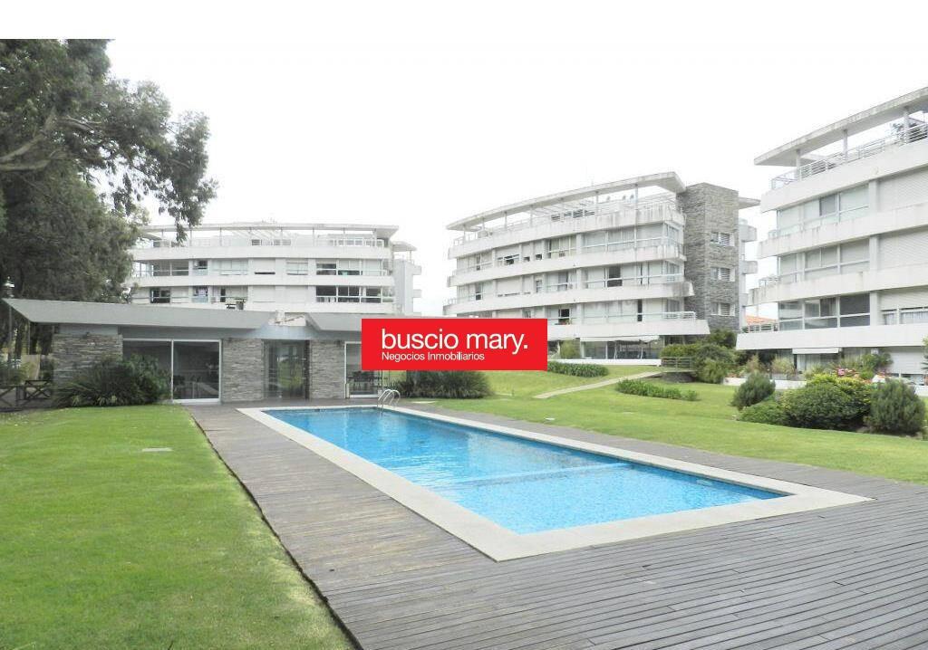 Foto Apartamento en Venta en  Carrasco ,  Montevideo  Carrasco