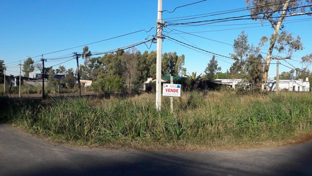 Foto Terreno en Venta en  Colonia del Sacramento ,  Colonia  Hermosos terreno en esquina ubicada en barrio Ferrando