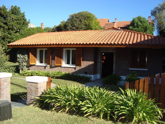 Foto Casa en Venta en  Centro Playa,  Pinamar  Almejas 130 E/ Sirena y Av. del Mar