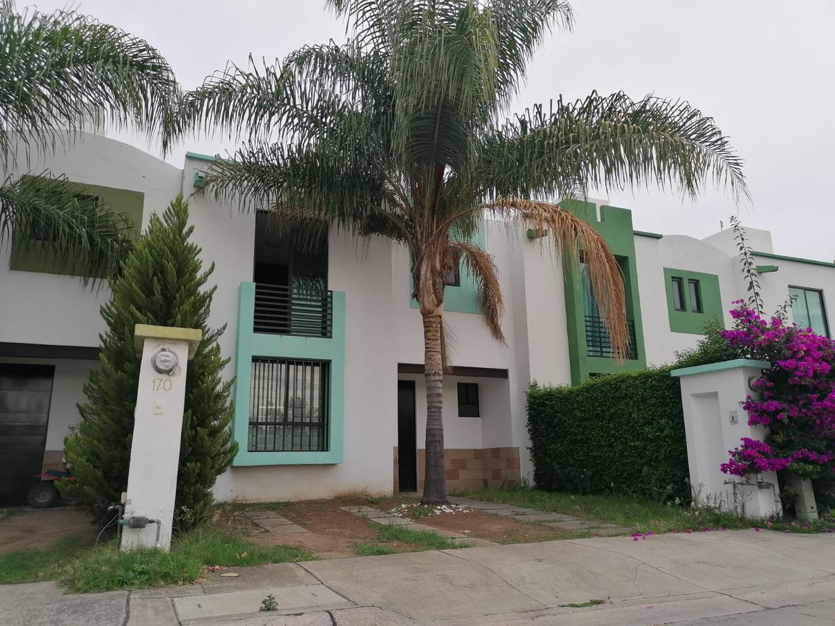 Foto Casa en Renta en  Residencial Oasis,  León  Casa en RENTA en Oasis Residencial 3 recámaras, sala de tv, privada con alberca!!!