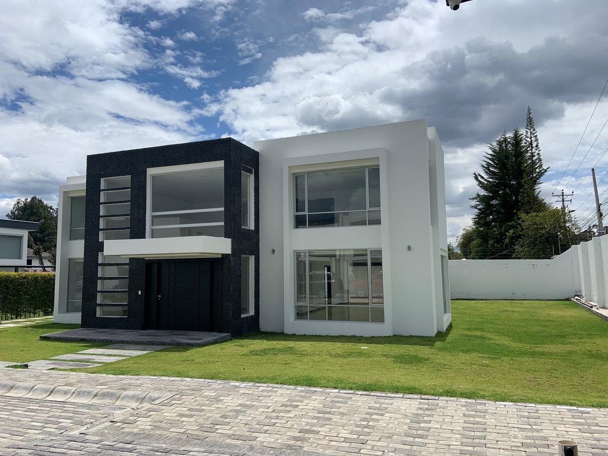 Foto Casa en Venta   Alquiler en  Tumbaco,  Quito  TUMBACO SECTOR HILACRIL SE VENDE O RENTA CASA 4 DOR, (CR)