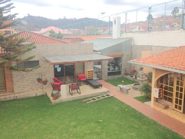 Foto Casa en Venta en  Baños,  Cuenca  Colegio Borja
