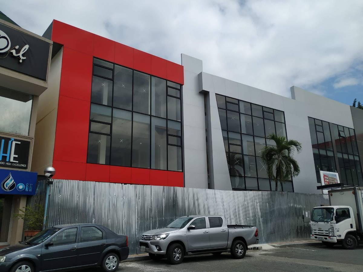 Foto Oficina en Venta en  Norte de Guayaquil,  Guayaquil  Urdesa Central, Aventura Plaza local comercial