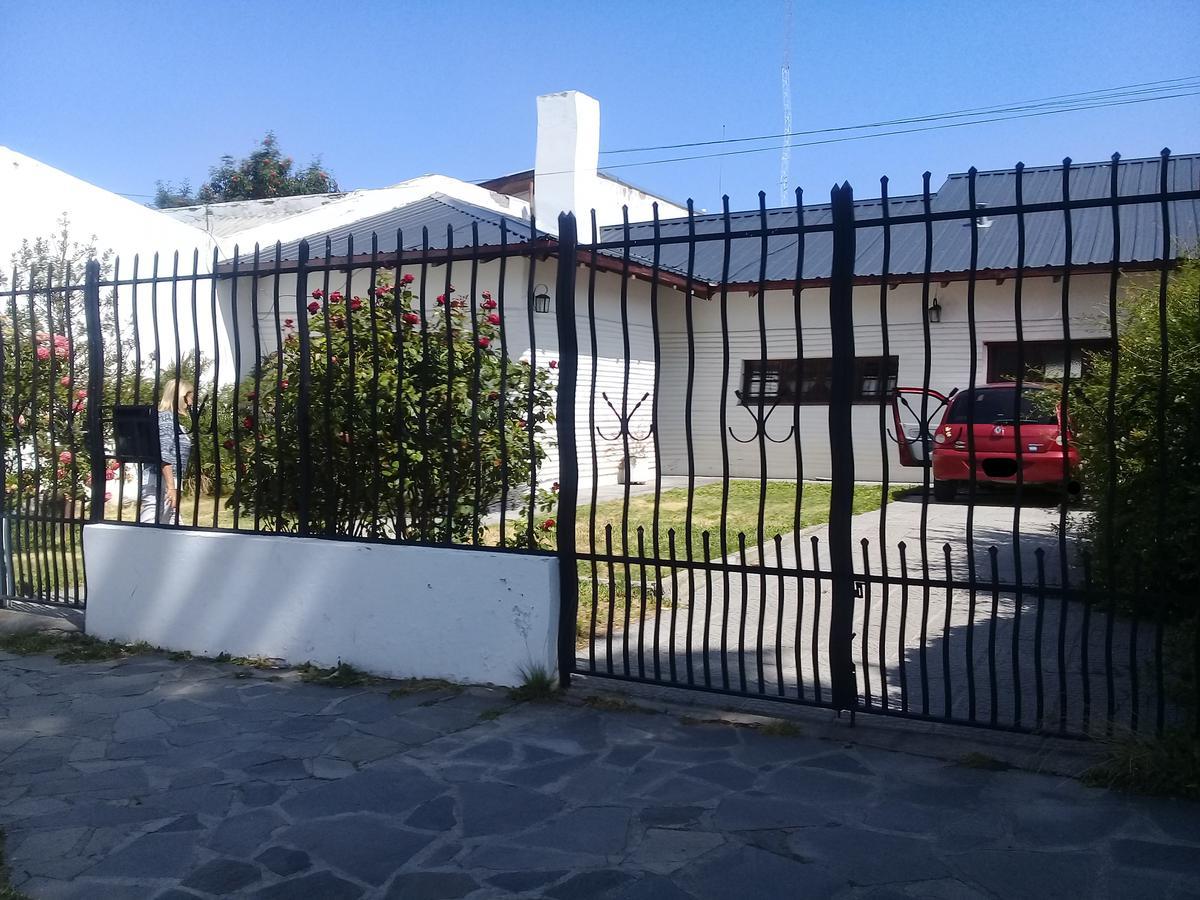 Foto Casa en Venta en  Esquel,  Futaleufu  San Martin al 1200