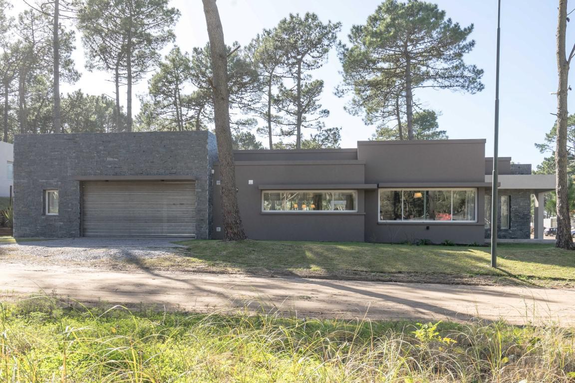 Foto Casa en Venta en  Alamos II,  Pinamar  Avenida Alamos 1165