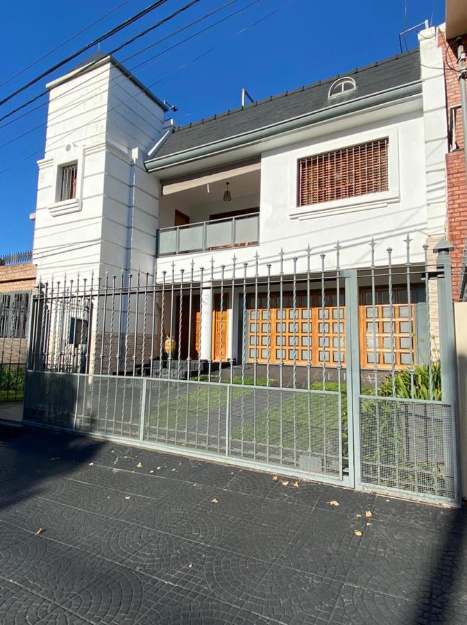 Foto Casa en Venta en  Maipú Seccion 2,  Cordoba Capital  Maipú 2da * Impecable Casa 4dorm * Patio * Pileta * Quincho