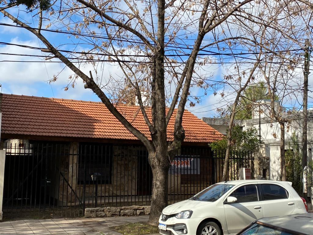 Foto Casa en Venta en  Moron ,  G.B.A. Zona Oeste  Aristobulo Valle al 200