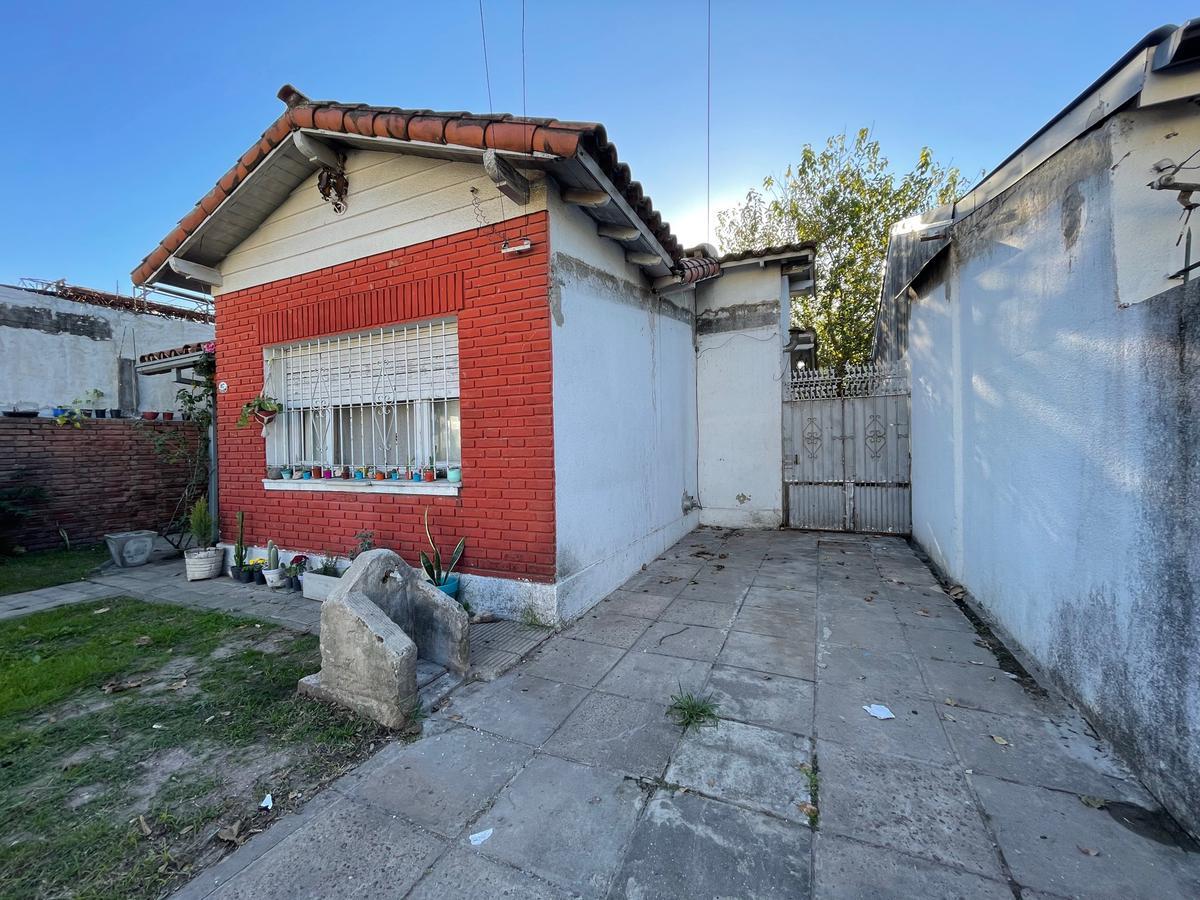Foto Casa en Venta en  Los Polvorines,  Malvinas Argentinas  Darragueira al 900
