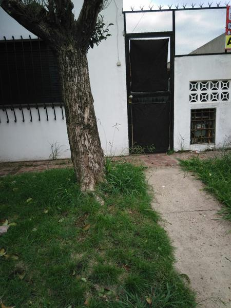 Foto Casa en Alquiler en  San Jose,  Moreno  Casa - Rivadavia al 5000 - Lado norte