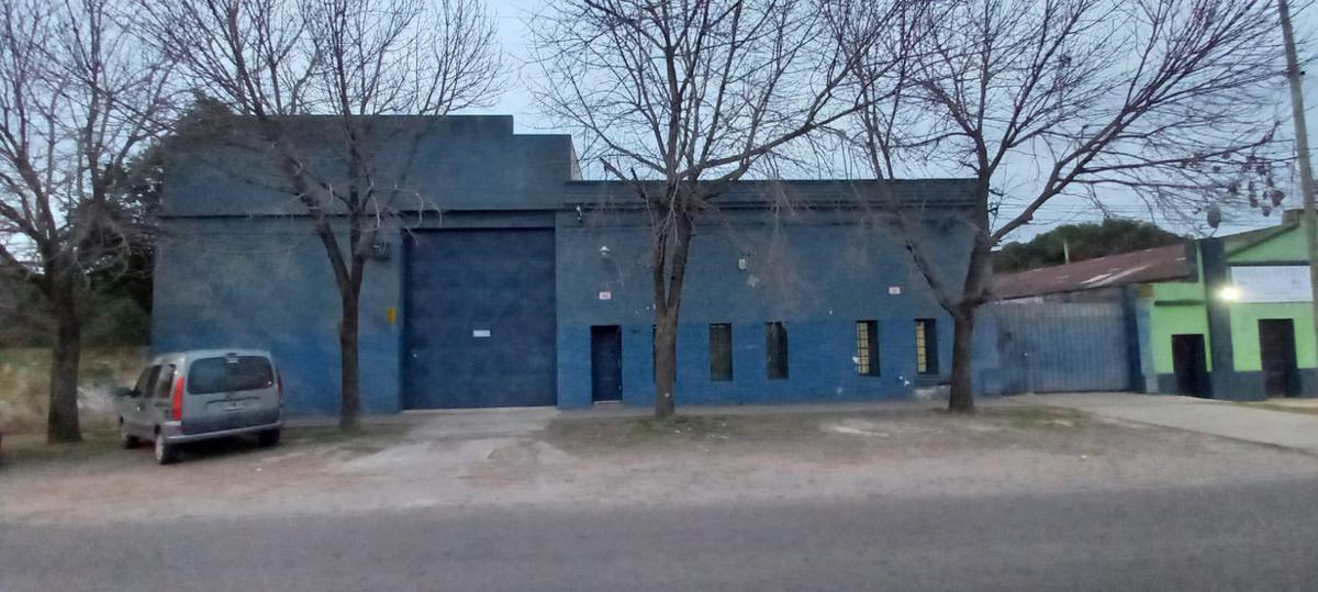 Foto Galpón en Venta en  José Hernández,  La Plata  Fabrica/ Galpón. 511 e/ 132 BIS Y 133. Todas las instalaciones .