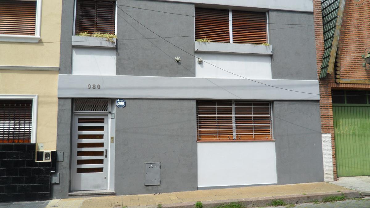 Foto Casa en Alquiler en  Caballito ,  Capital Federal  Ortega al 900