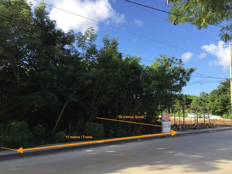Foto Terreno en Venta en  Álamos I,  Cancún  Terreno en venta sobre Av. Fonatur