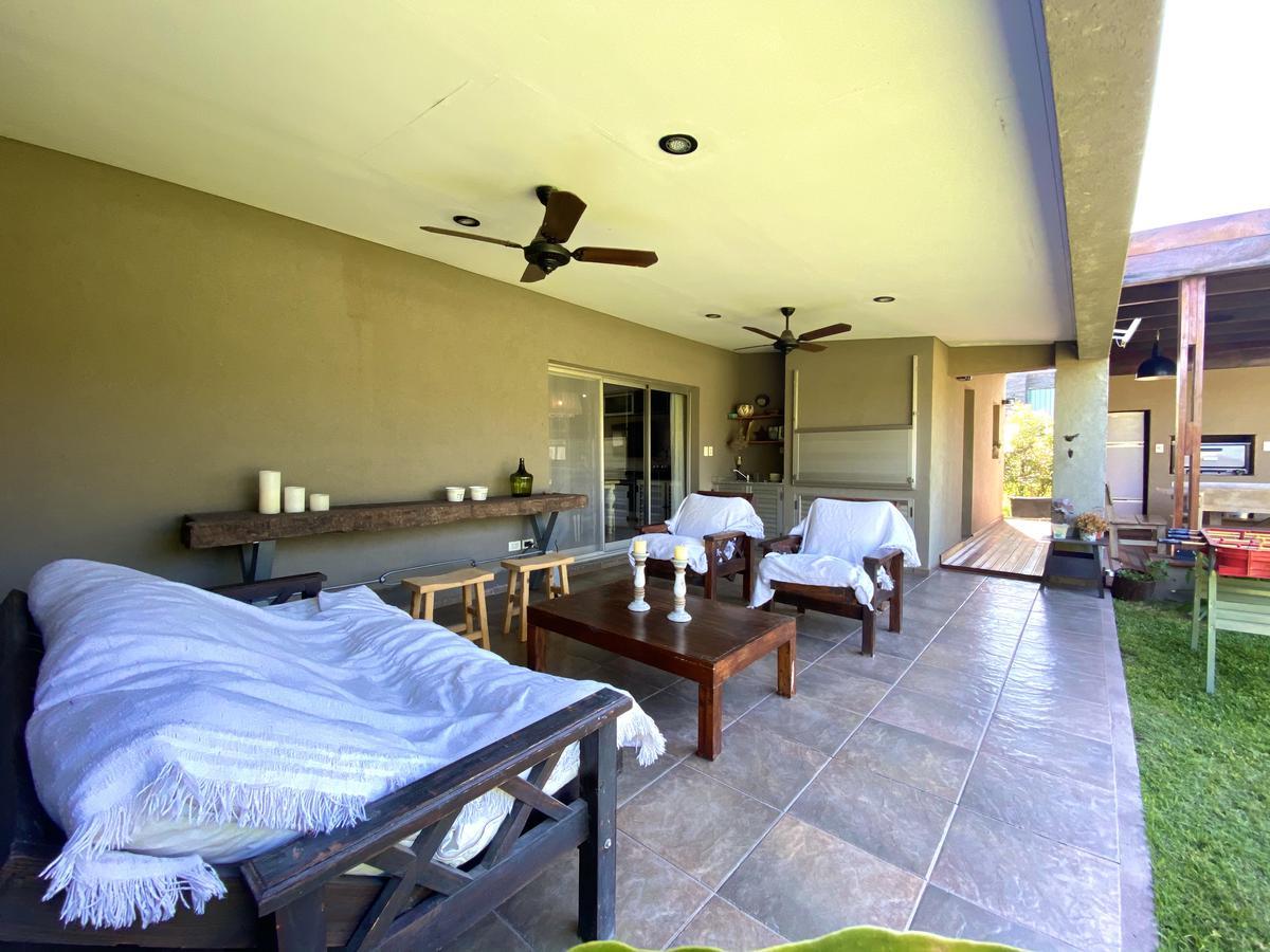 Casa de 3 dormitorios con quincho y pileta - Cadaques