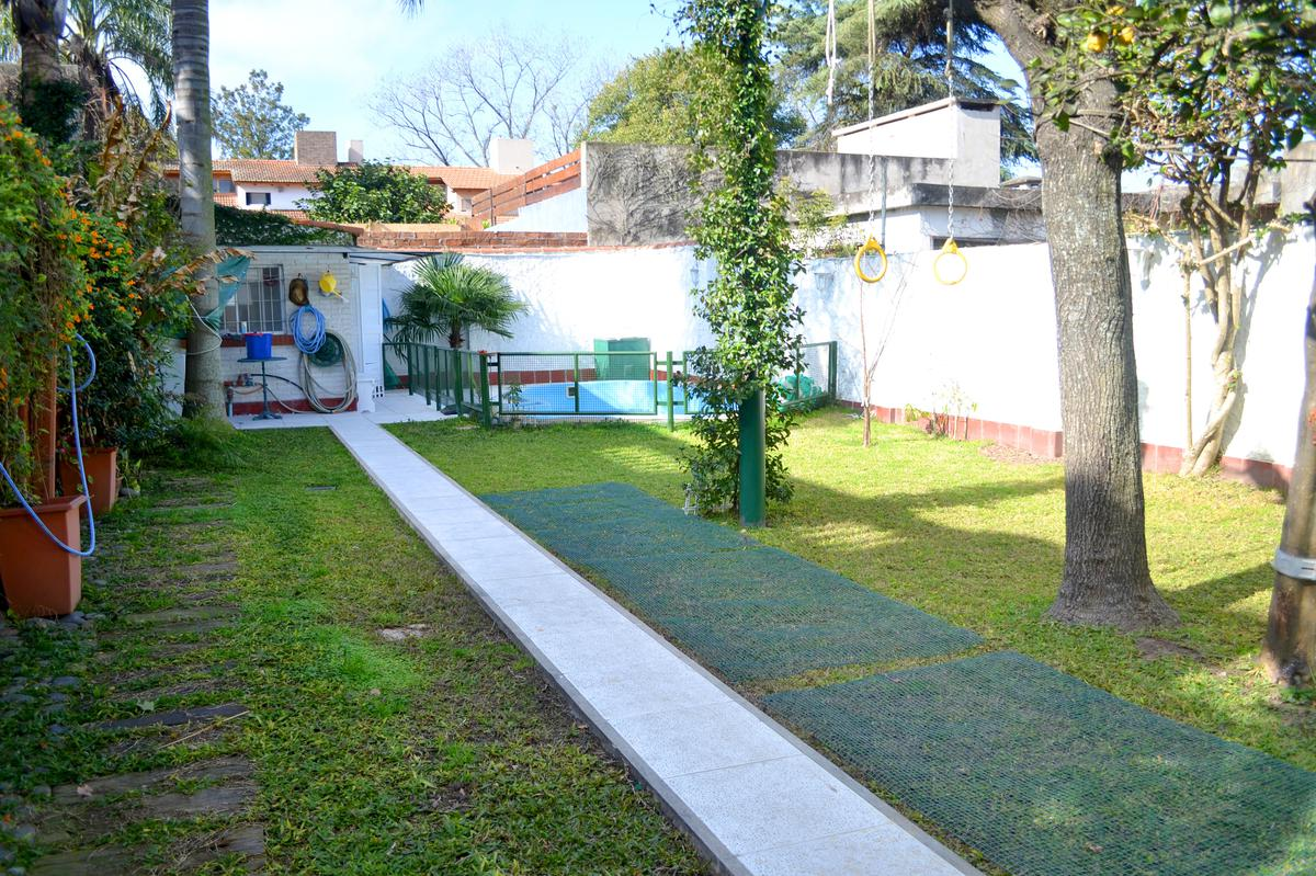 Foto Casa en Venta en  Alberdi,  Rosario  A Thomas al 1500