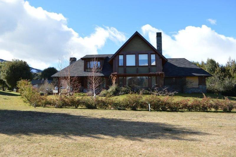 Foto Casa en Venta | Alquiler en  Arelauquen,  Bariloche  Arelauquen - Imponente Casa sobre el Golf