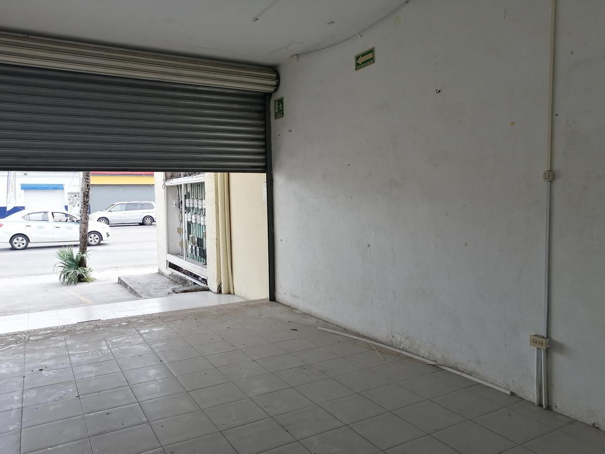 Foto Local en Renta en  Solidaridad ,  Quintana Roo  Local 1 De 30 m2 En Avenida  Constituyentes, Playa Del Carmen