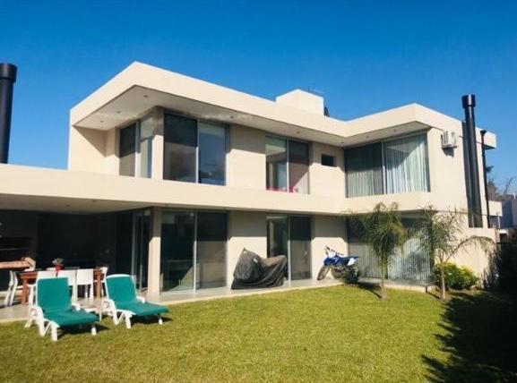 Foto Casa en Venta en  Barrio Parque Leloir,  Ituzaingo  martin castro al 2300