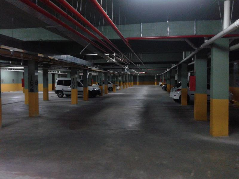 Foto Cochera en Venta | Alquiler en  Lomas De Zamora ,  G.B.A. Zona Sur  Colombres 774 Baron Center Cochera en alquiler