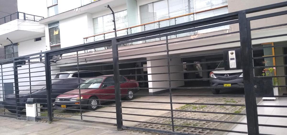 Foto Departamento en Alquiler en  Miraflores,  Lima  Avenida Monseñor Roca y Boloña