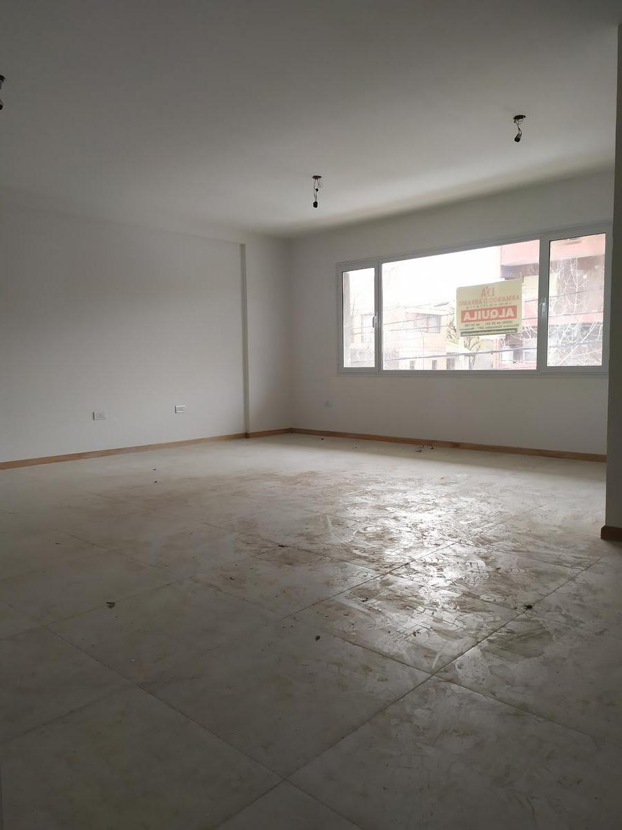 Foto Oficina en Alquiler en  Capital ,  Neuquen  Roca y Santa Maria