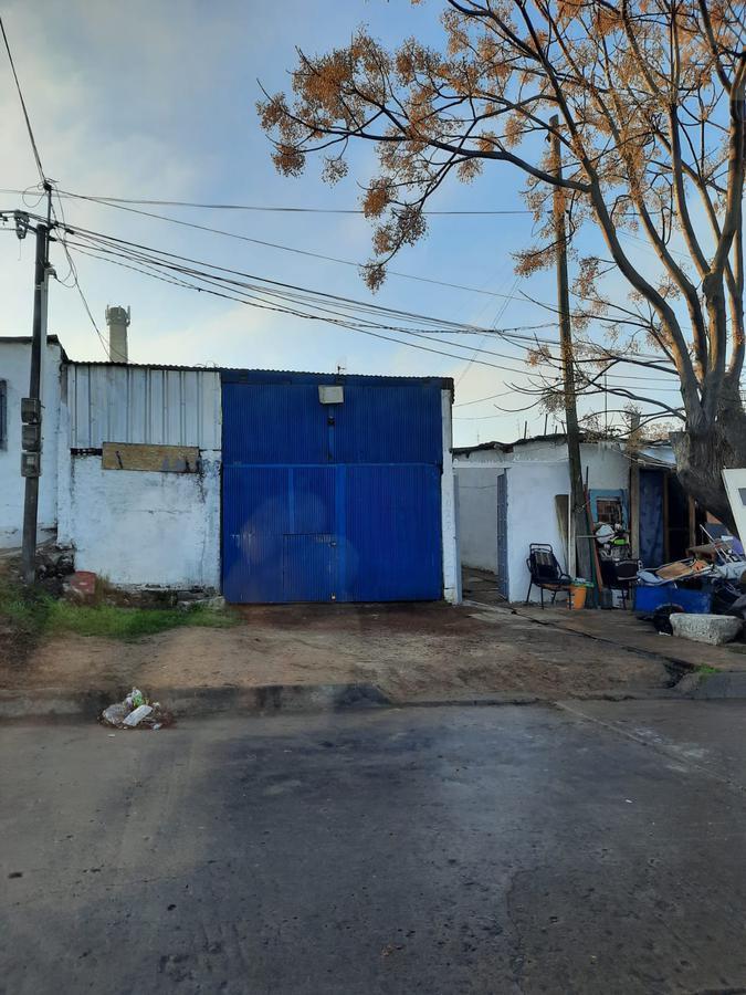 Foto Terreno en Venta en  Cerrito ,  Montevideo  Oportunidad - Terreno con construcciones - 450 m2