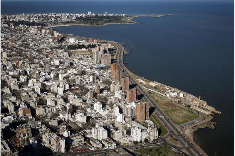 Foto Terreno en Venta en  Centro (Montevideo),  Montevideo  Terreno para edificio de 10 pisos en zona VIS