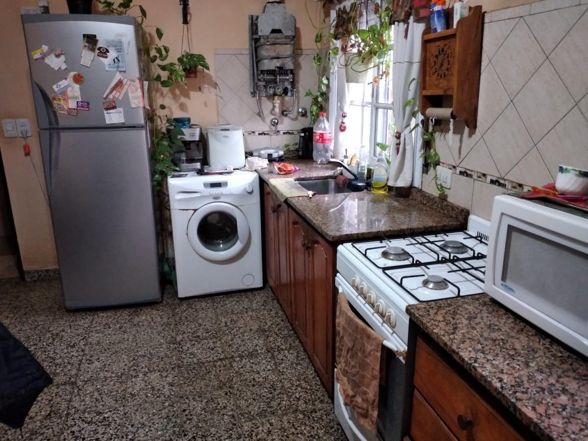 Foto Casa en Venta en  Wilde,  Avellaneda  COMODORO RIVADAVIA Y VICTOR HUGO