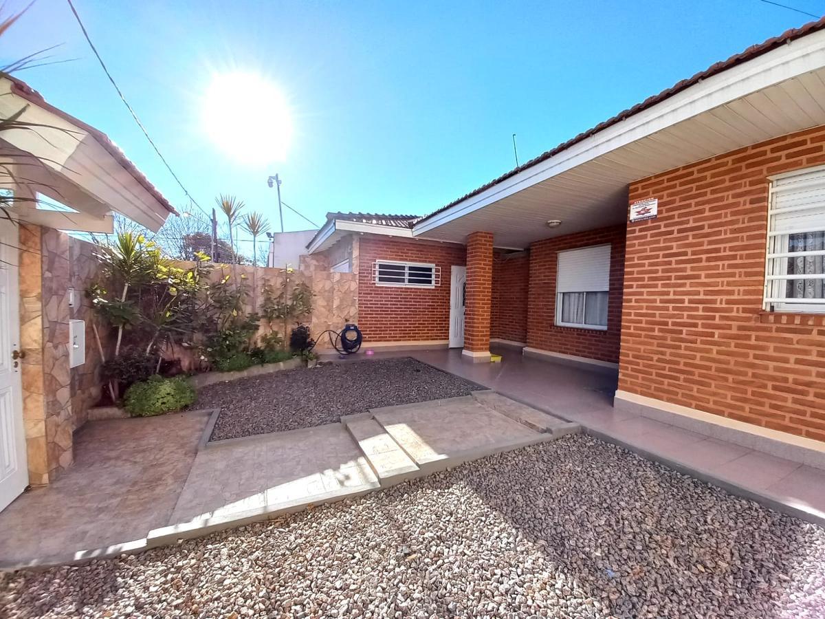 Foto Casa en Venta en  Manuel B Gonnet,  La Plata  503 e/27 y 28