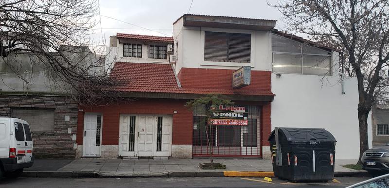 Foto PH en Venta en  Mataderos ,  Capital Federal  Tipo casa al frente, mataderos, 4 ambientes, patio, cochera, local, 2 cocinas y 2 baños.. Montiel al 2900