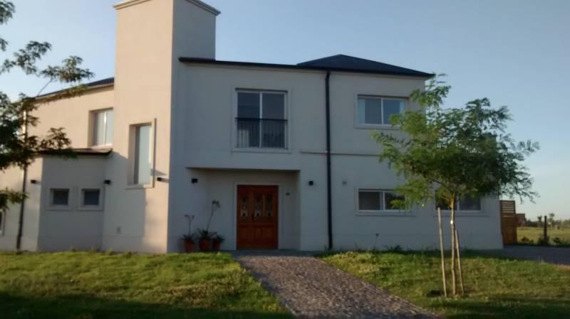 Foto Casa en Alquiler temporario en  El Canton,  Countries/B.Cerrado  Barrio Norte al 100