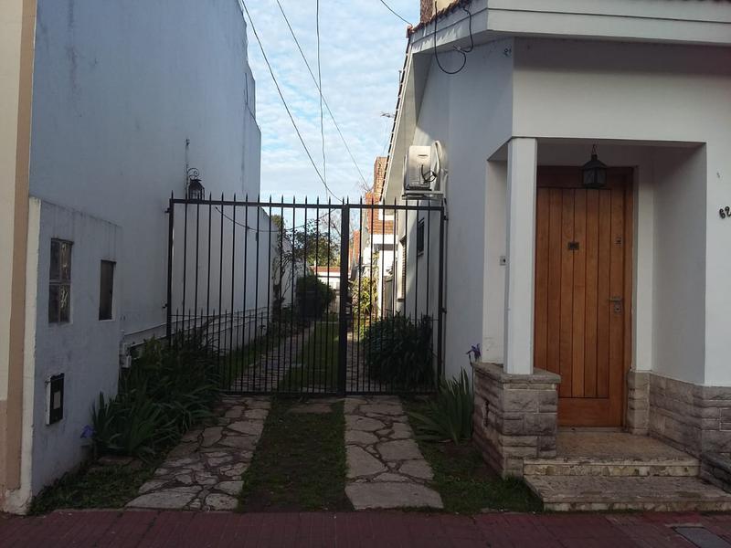 Foto PH en Alquiler en  Lomas De Zamora ,  G.B.A. Zona Sur  Pozos 62