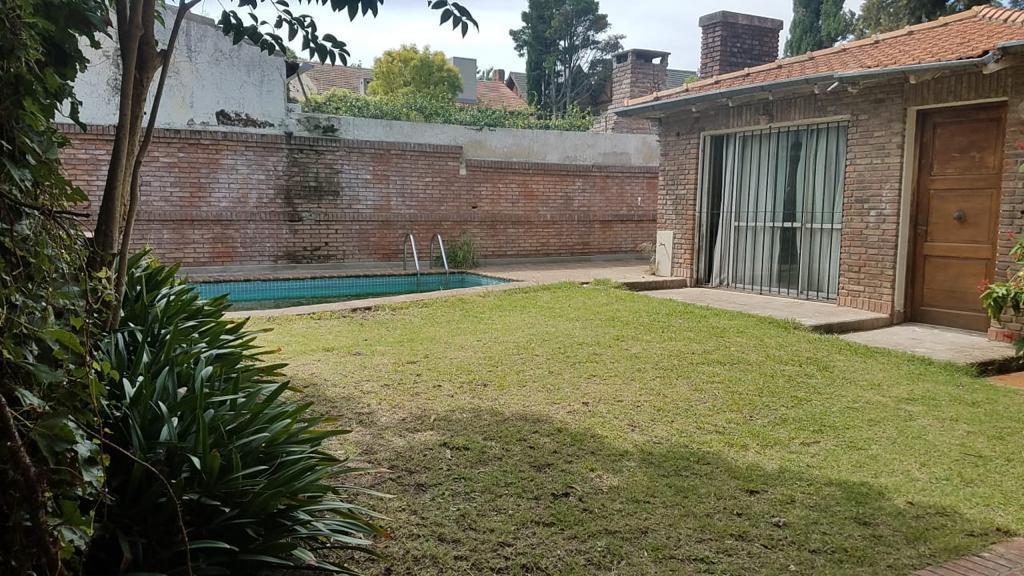 Foto Casa en Venta en  Mart.-Vias/Libert.,  Martinez  Eduardo Costa al 2500