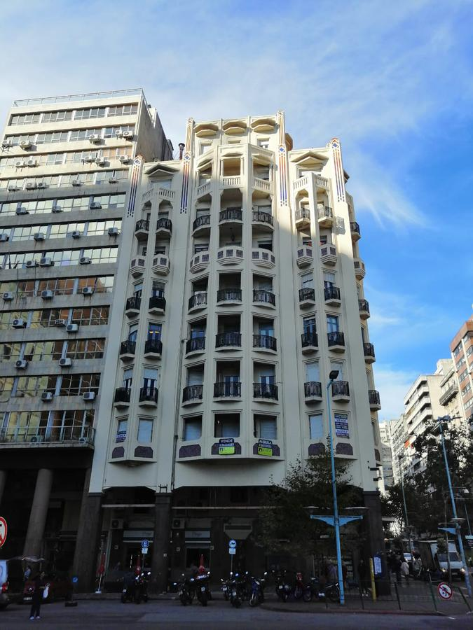 Foto Oficina en Alquiler en  Centro (Montevideo),  Montevideo  Oficina o Vivienda sobre 18 de Julio