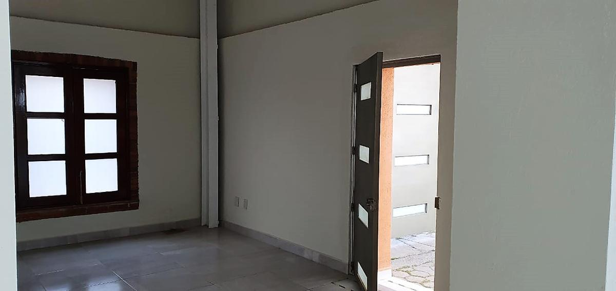 Foto Oficina en Renta en  Metepec ,  Edo. de México  RENTA DE PROPIEDAD COMERCIAL NUEVA  EN METEPEC ZONA CENTRO