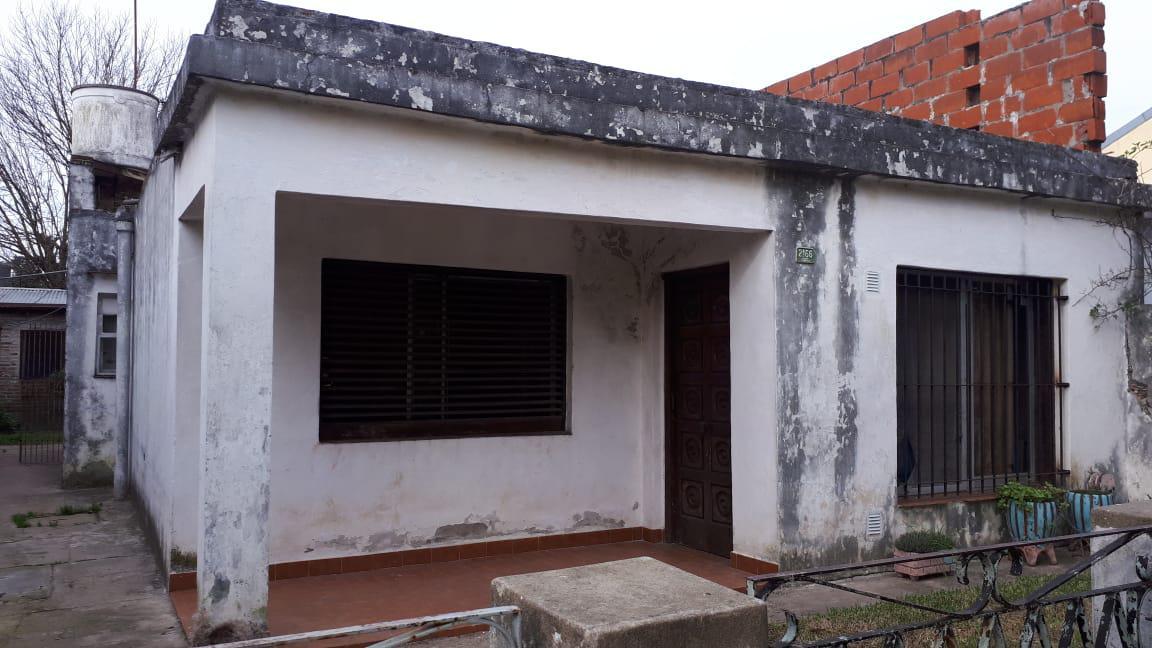 Foto Casa en Venta en  Don Torcuato,  Tigre  Santos al 2100