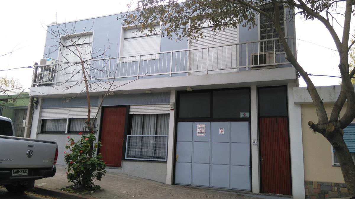 Foto Casa en Venta en  Colonia del Sacramento ,  Colonia  Hermosa casa de muy buena construcción ubicada a metros del Puerto