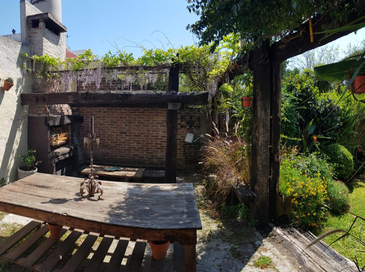 Foto Casa en Venta en  Villa Saenz Peña,  Tres De Febrero  Uruguay 2800