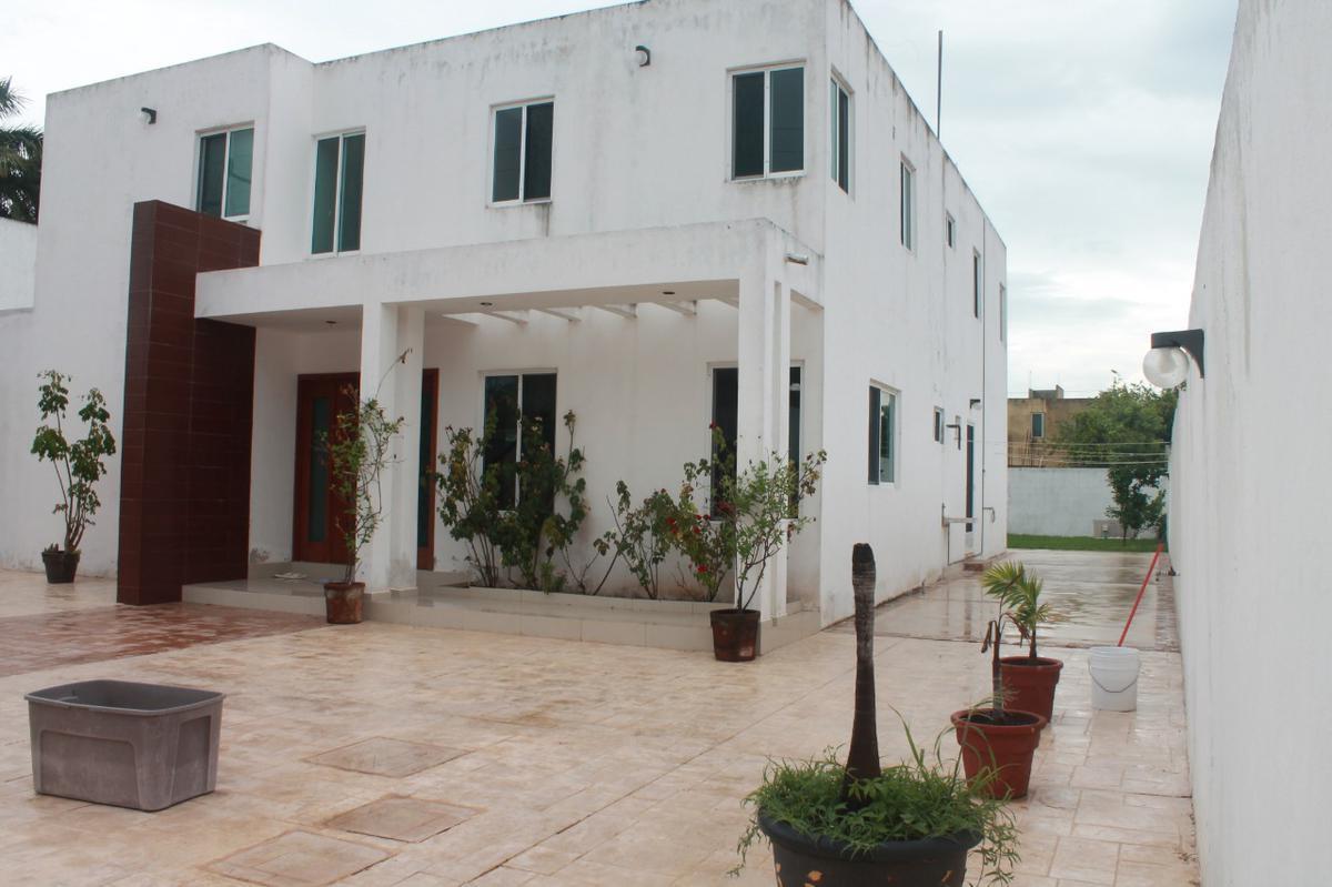 Foto Casa en Venta en  Fraccionamiento Nuevo Yucatán,  Mérida  Casa en venta en Merida, Nuevo Yucatán, esquina con piscina