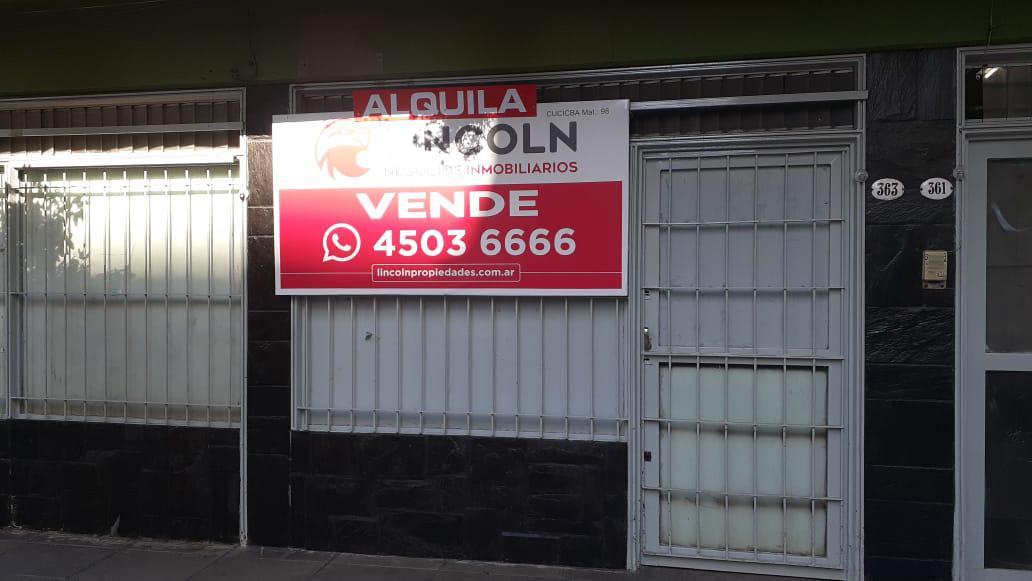 Foto Local en Alquiler en  Balvanera ,  Capital Federal  Ecuador al 300