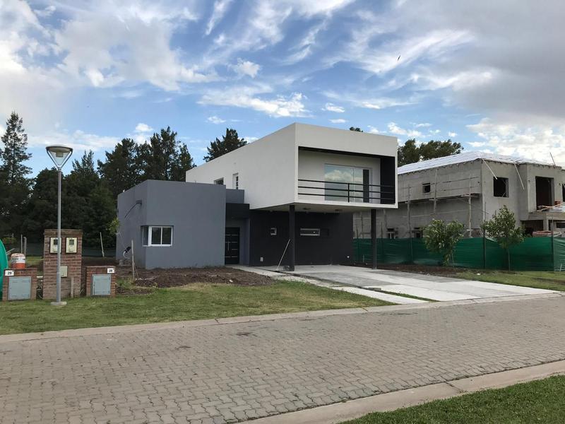 Foto Casa en Venta en  Valdevez,  Tristan Suarez  Moderna casa en Valdevez !