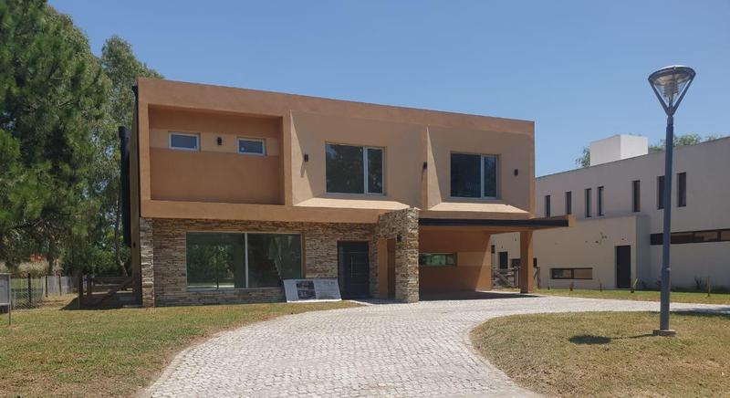 Foto Casa en Venta en  Terralagos,  Countries/B.Cerrado (Ezeiza)  Venta - Casa en Terralagos - Canning