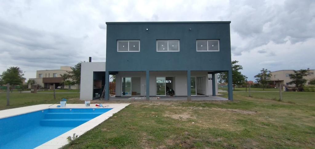 Foto Casa en Venta en  Belen De Escobar,  Escobar  Casa en venta. 3 dormitorios con piscina, Cantón Islas