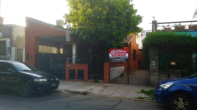 Foto Casa en Venta en  Moron Sur,  Moron  Julian Perez al 400