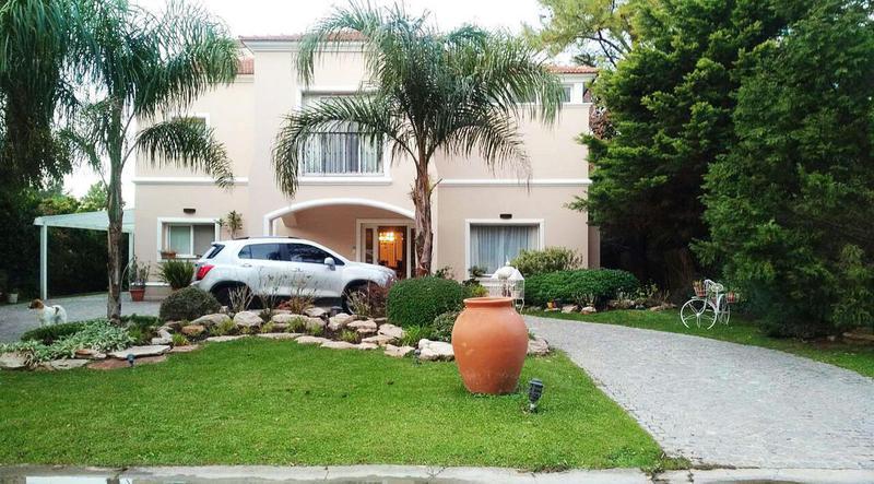 Foto Casa en Venta en  Saint Thomas,  Countries/B.Cerrado (E. Echeverría)  Oportunidad! Hermosa casa con cinco dormitorios en St Thomas !